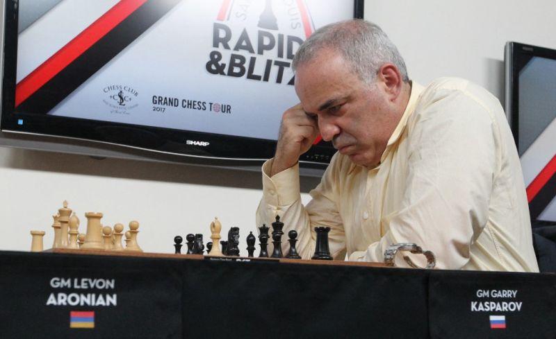 Kaszparov visszatér a sakkozáshoz
