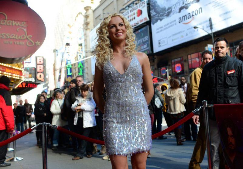 Britney Spears annyira be volt gyógyszerezve a forgatáson, hogy ki kellett vinni a stúdióból