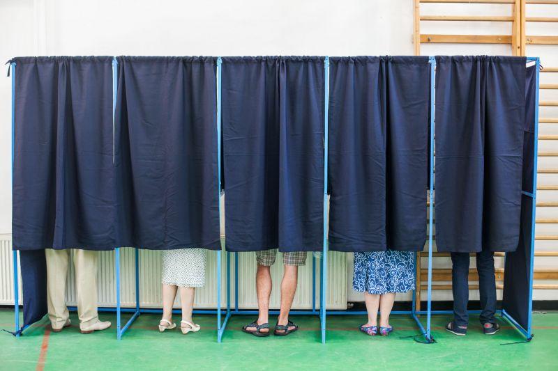 A legújabb felmérések szerint az ellenzék elverheti a Fideszt a választásokon