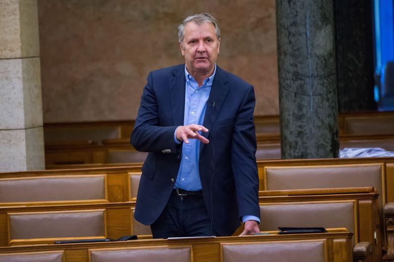 Nagyon kínos: az MSZP elnöksége felfüggesztette az MSZP egykori elnökének párttagságát, aztán kizárják
