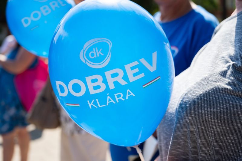 Lökdösték és slaggal locsolták le a DK aktivistáit a XVI. kerületben
