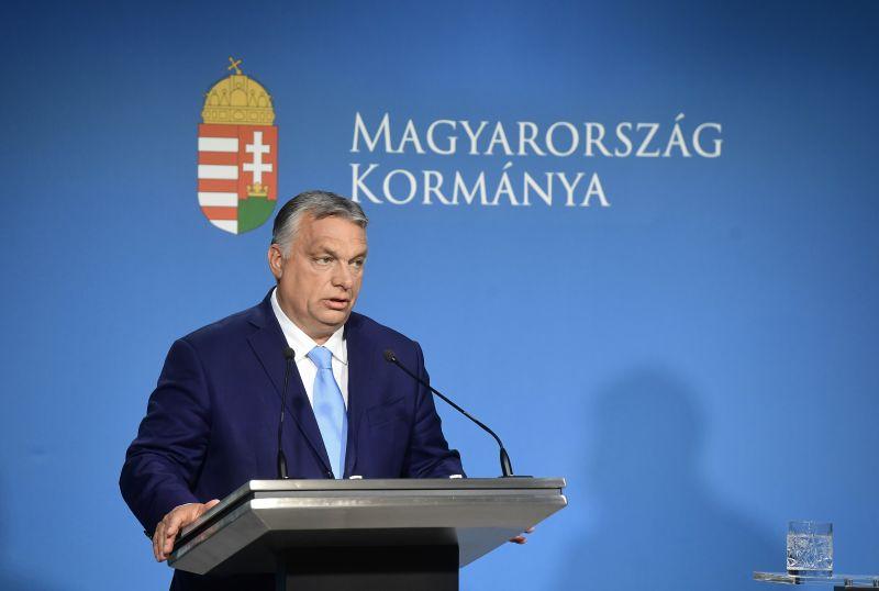"""Orbán: """"Engem is megrángatott a válság, én is 16 órát dolgoztam naponta"""" – a járvány végével visszatért a slágertéma, ismét terítéken a migránsozás"""