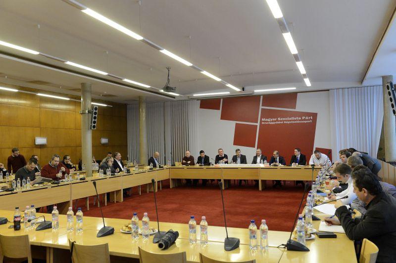 Menekülnek a politikusok az MSZP-ből? Molnár után Szakács is a DK jelöltjeként indul