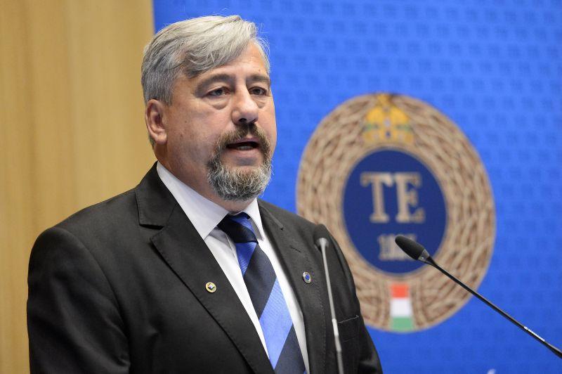 Mocsai Lajos lemond a Testnevelési Egyetem rektori posztjáról