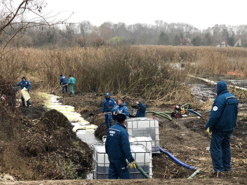 Több ezer liter olajat öntött Szigetszentmiklóson a csapadékvíz-gyűjtőbe: kihallgatták a gyanúsítottat