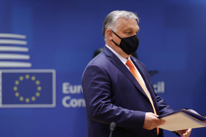 Orbán szép csendben teleszórta az európai lapokat fizetett, politikai propagandahirdetésekkel