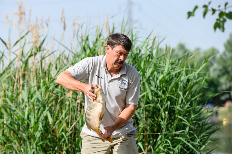 Áder János szép halat fogott – fotó