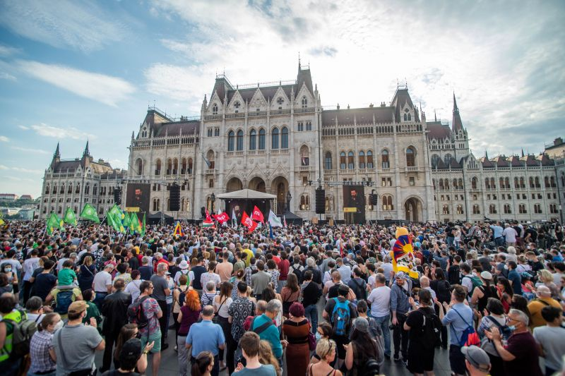 Orbánék ellen tüntetnek ma a Parlament előtt, több ezer embert várnak a szevezők