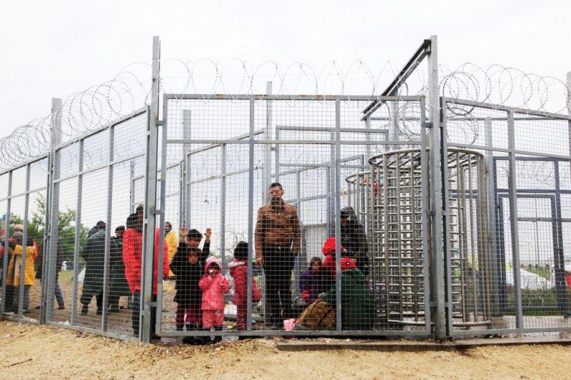 Tényleg vége a járványnak, a kormány újra elővette a migránsokat