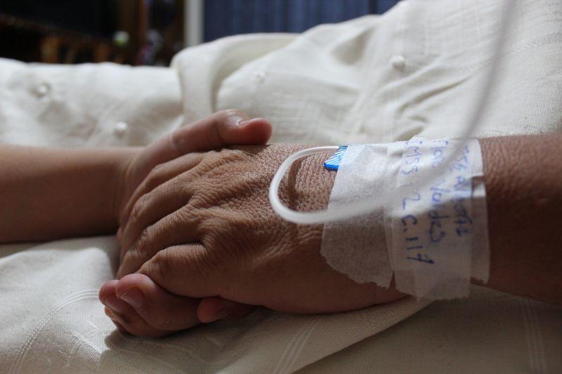Élet és halál között lebeg a monori motocross-pályán megsérült kisfiú