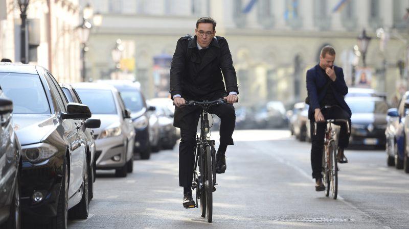 """""""B... meg az anyádat, tekeredj fel az első fára!"""" – a fideszes képviselő szerint Karácsony Gergely miatt inzultálta őt egy bringás, pedig ő állt a kerékpársávon"""