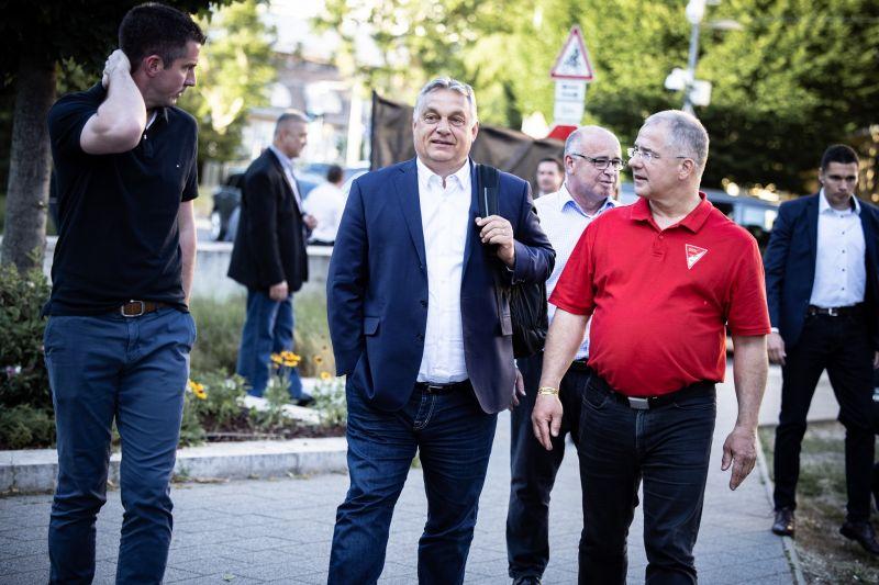 Kölcsey is meleg volt, akkor lecseréled a Himnuszt? – lecsaptak a kommentelők Orbán képére