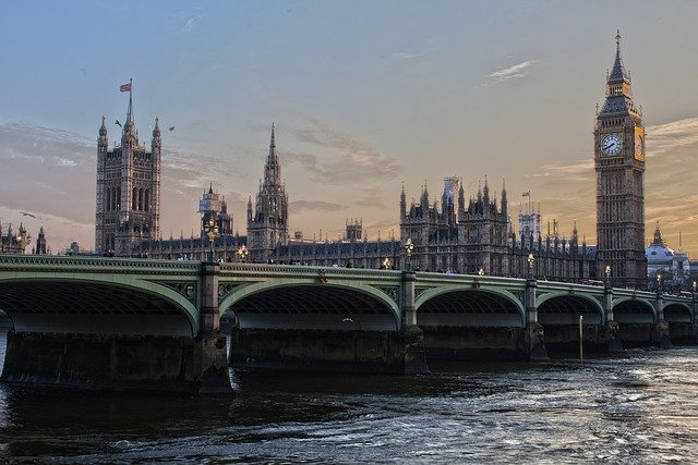Már több mint 5 millió EU-állampolgár kapott brit letelepedési engedélyt