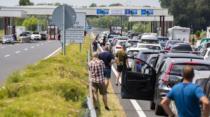 Elestek a magyar autópályák – sok a baleset, alig halad a forgalom