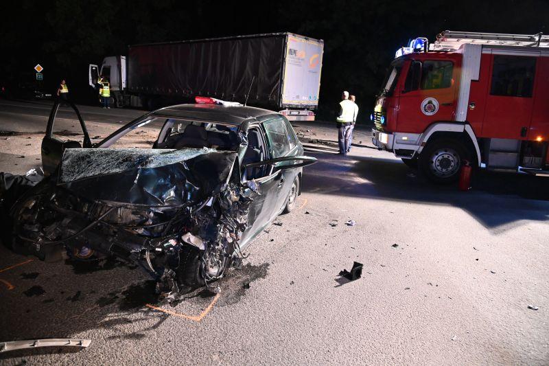A helyszínen meghalt a teherautóval ütköző autó sofőrje Vácon