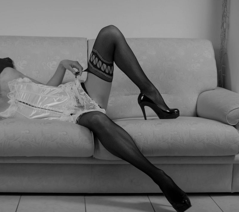 Baukó Éva bármit is alig takaró miniruhában villantotta meg a lábikráit