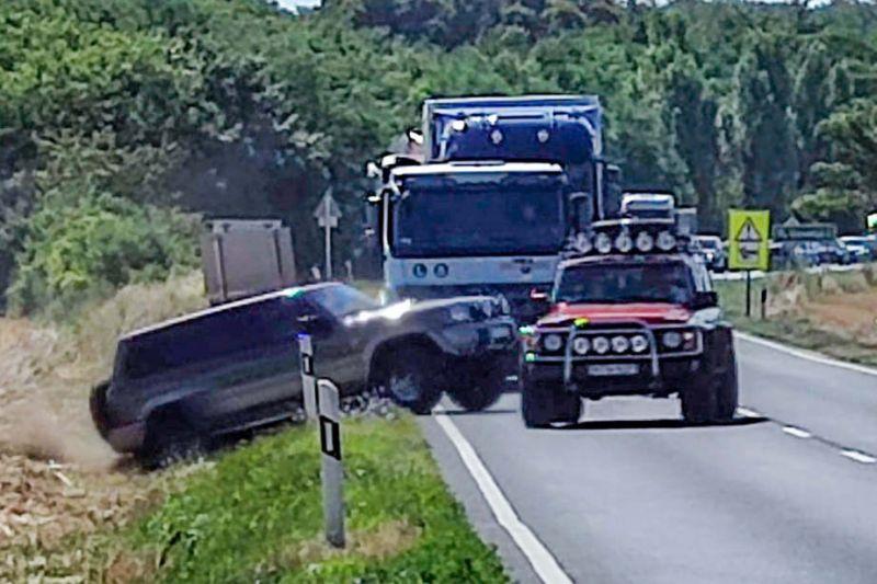Több autót is eltalált egy elszabadult kamionkerék a 84-es úton
