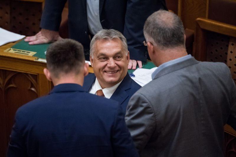 Kitáltalt az egykori fideszes polgármester: ilyen mutyikra kényszerítette a NER