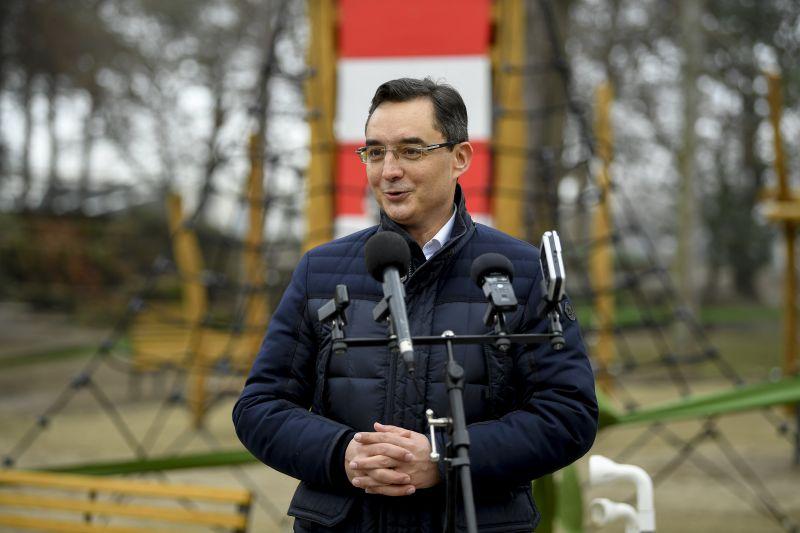 Többmilliós órát villantott a fideszes polgármester