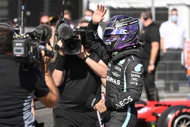 Kifütyülte a közönség Lewis Hamiltont a Hungaroringen