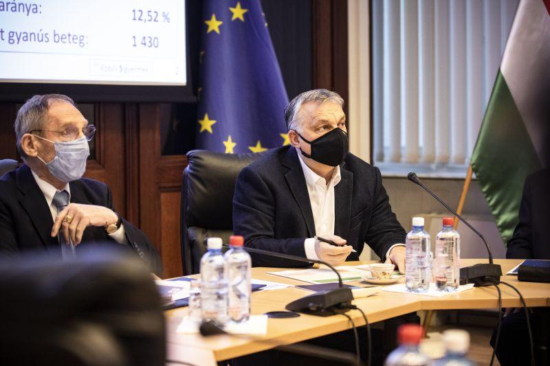 Miközben durván dagad a lehallgatási botrány, a belügyminiszter közéleti elfoglaltságai miatt nem ér rá interjút adni
