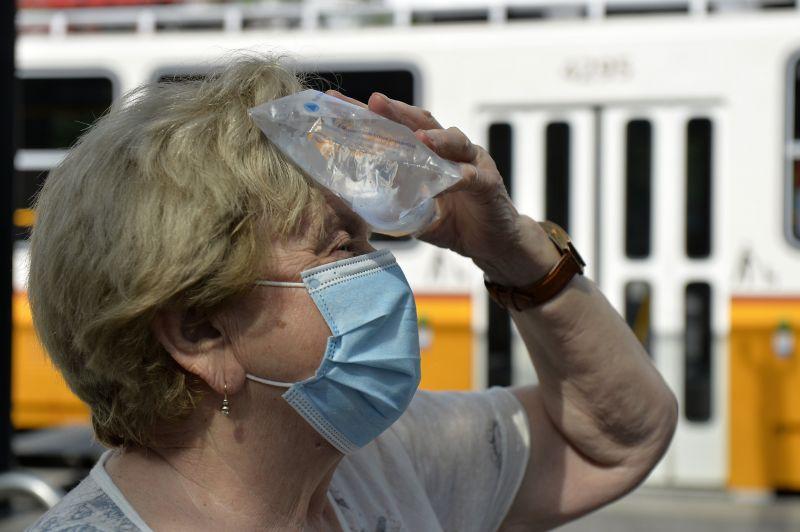 Kibírhatatlan kánikula: két megyére harmadfokú, kilenc megyére másodfokú figyelmeztetést adtak ki péntekre
