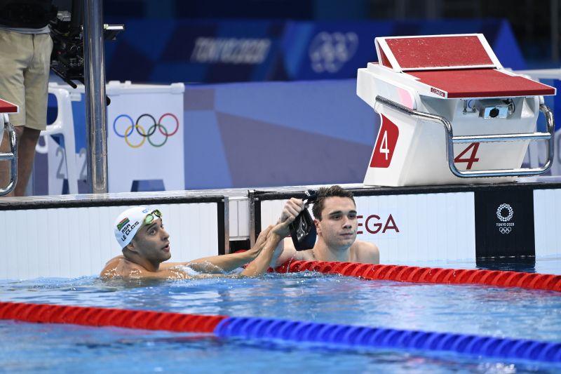 Máris mém lett Milák Kristóf sajátos arckifejezéséből, amivel olimpiai győzelmére reagált a medencében – imádja az internet népe a pókerarcot
