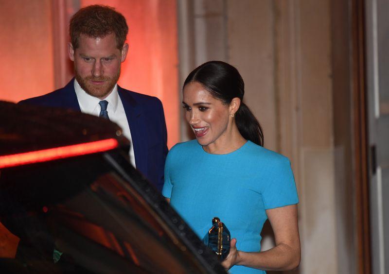 Hatalmas botrányra számítanak Harry herceg tervezett könyve miatt, nagy lépésre szánhatja el magát a királynő
