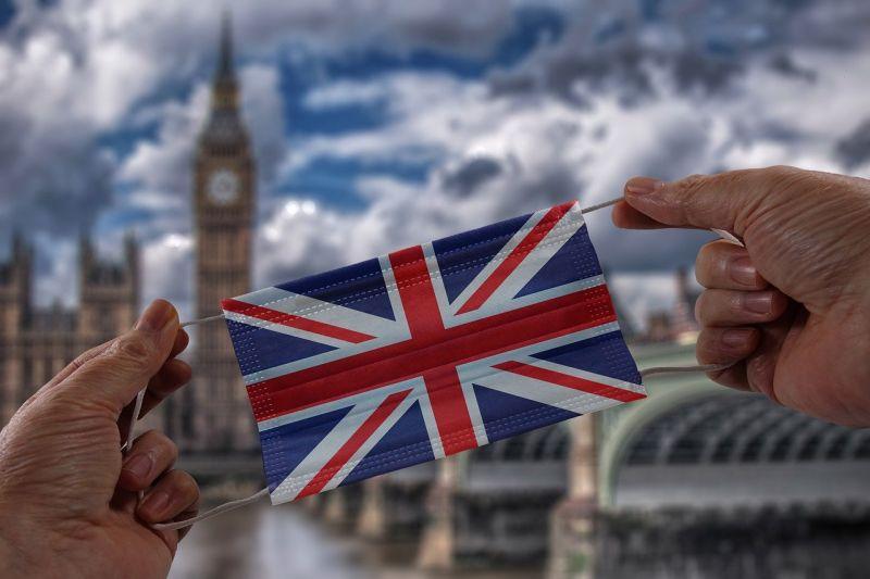 Hétfővel megszűnt a koronavírus miatt elrendelt utolsó jogi korlátozások zöme Nagy-Britanniában