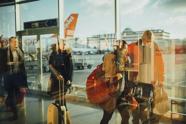 Informatikai hiba miatt a reptéren és a határátkelőhelyeken órákat kell várakozni