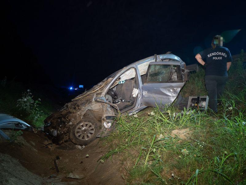 Tragédia az M6-oson: négy ember halt meg egy balesetben