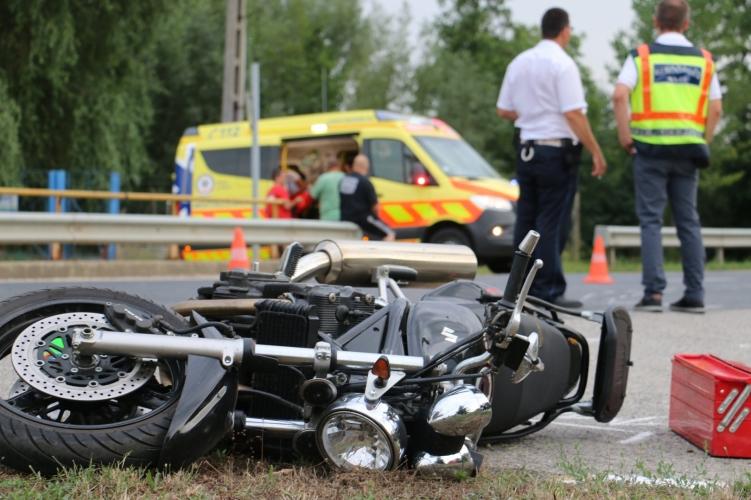 Két motoros is meghalt a magyar utakon hétfőn