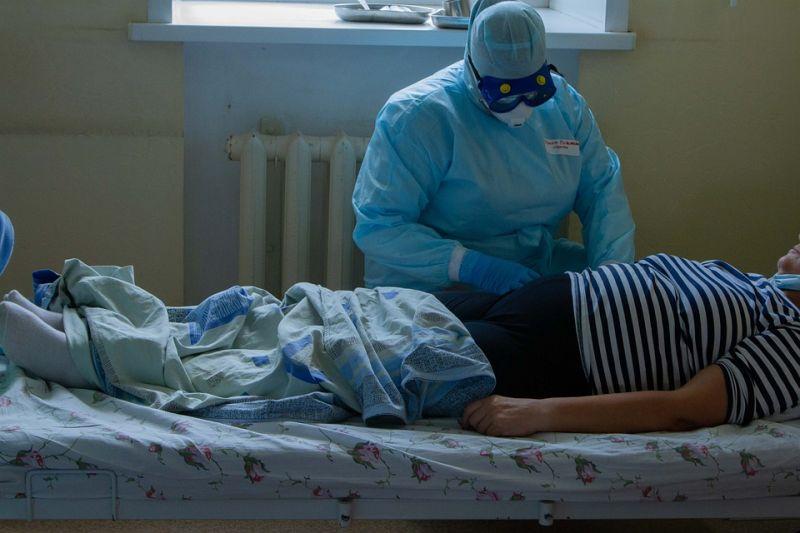 Az újonnan kórházba került brit covidosok 60 százaléka korábban mindkét oltását megkapta