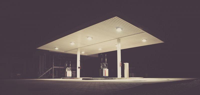 Brutális drágulás jön: Történelmi rekordszintre emelkedik a benzin ára