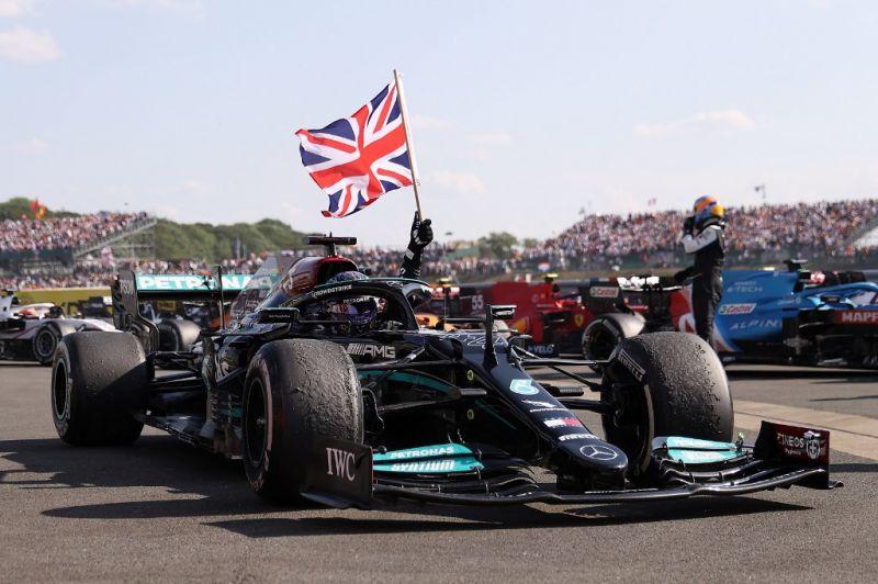 Kiállt a Mercedes a rasszista támadások után Hamilton mellett