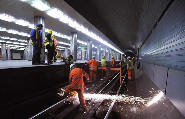 Meghalt egy ember a 3-as metró felújítási munkálatai közben – Karácsony Gergely is reagált