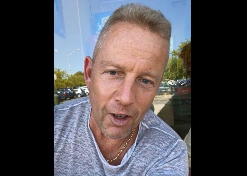 Schobert Norbi élő adásban alázott egy hajléktalant