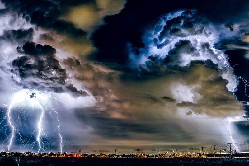 Fontos: kiadták a másodfokú riasztást – mutatjuk hol csak le a vihar