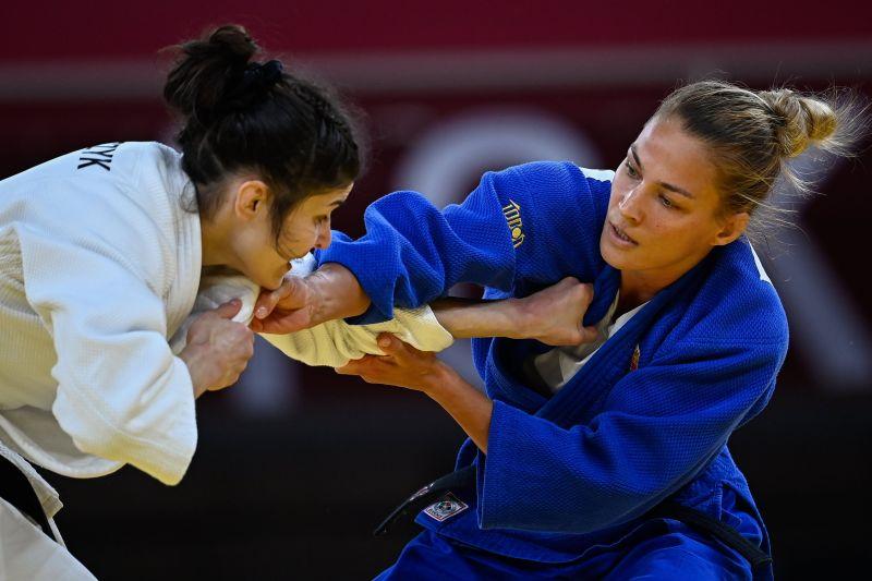 Olimpia: Karakas Hedvig kiesett