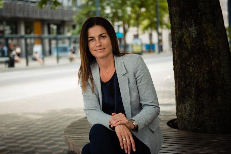 Varga Judit félmillió forintot ajánlott a koronavírus miatt szüleiket elvesztő gyerekeket támogató alapítványnak