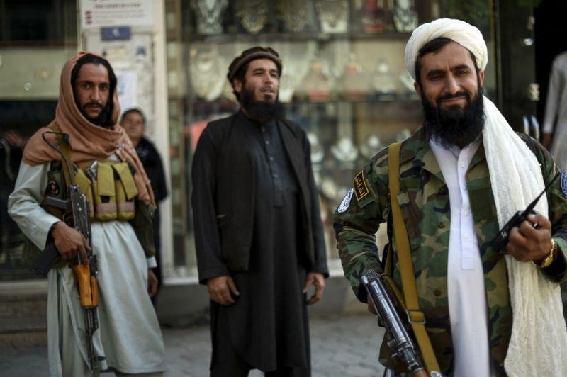 Hihetetlen! Betiltották a szakállak leborotválását Afganisztán déli részén