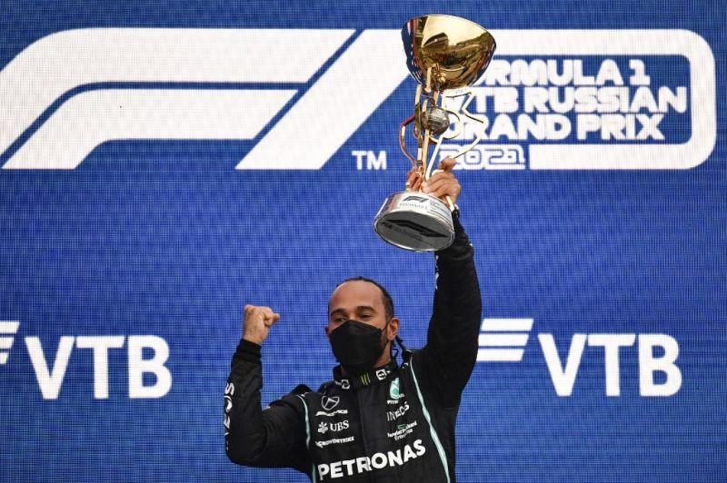 Sporttörténelmet írt Hamilton! Ő az első versenyző, aki már 100 futamot megnyert