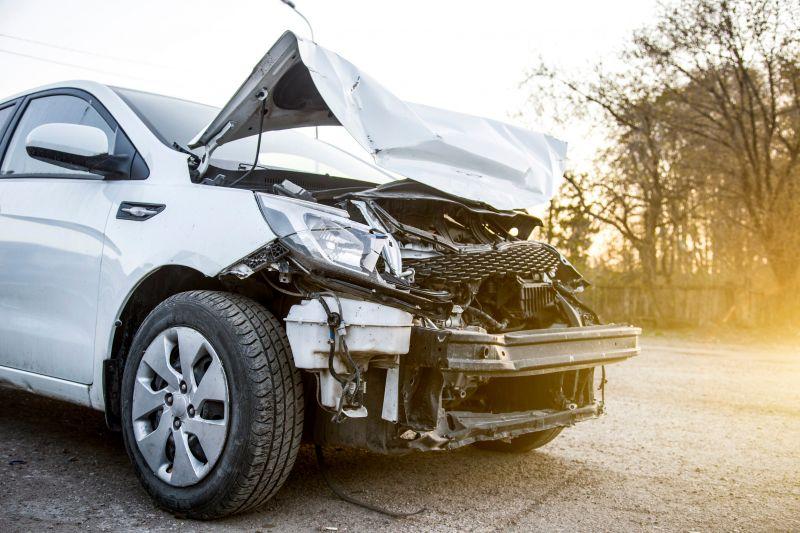 Öten megsérültek egy balesetben az 51-es úton Dunaharasztinál, egy autó kigyulladt