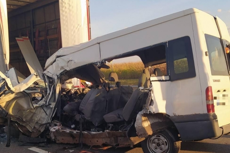 Fotó és friss információk az abonyi tragédiáról – öt ember halt meg a balesetben
