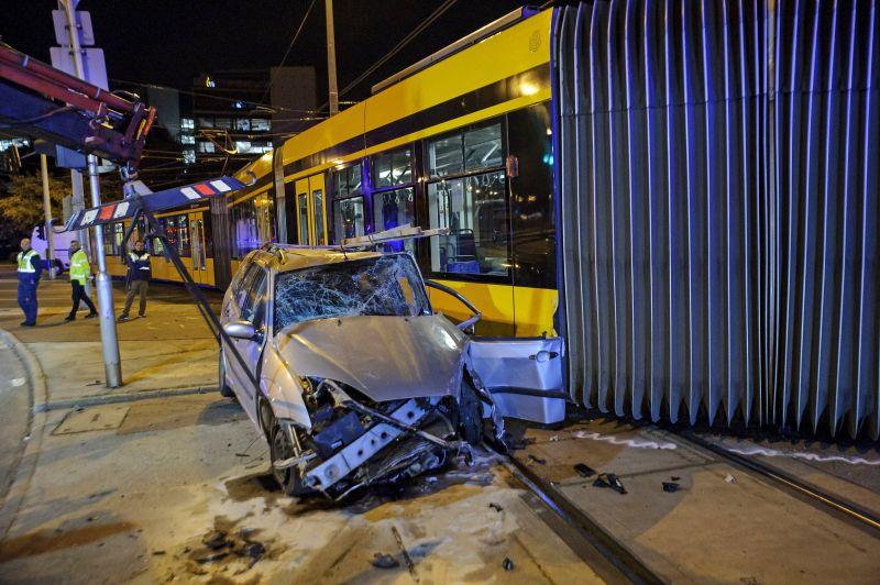 Balesetet szenvedett egy Combino-villamos az éjjel, egy ember megsérült