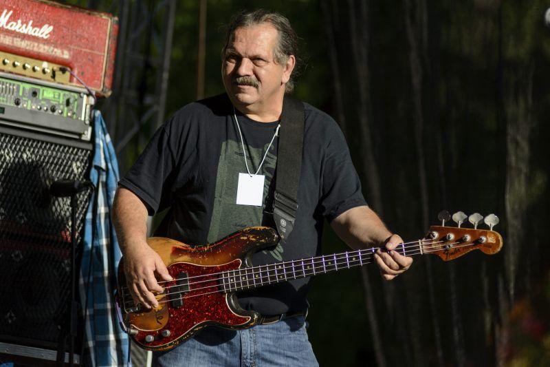 Meghalt a Hobo Blues Band basszusgitárosa, Póka Egon