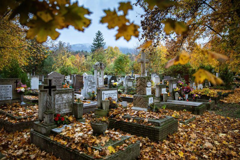 Temetés közben, a sírok között mentett életet egy lelkész Szabolcsban