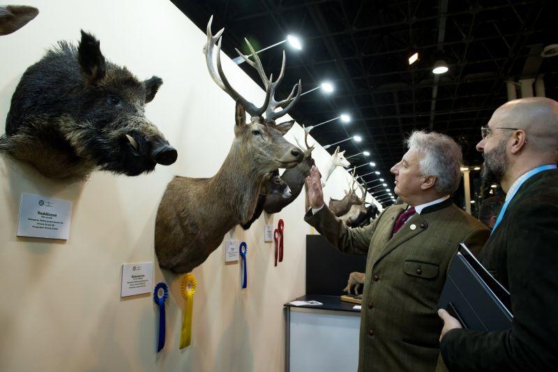 Kegyetlenül lehúzzák a vadászati kiállításon a kisvállalkozókat – Semjén álomrendezvénye nekik megfizethetetlen