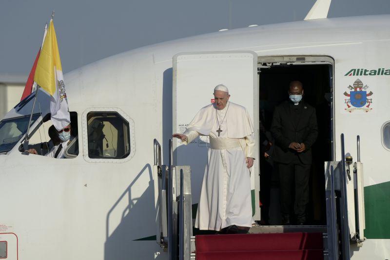 Gyorshír! Megérkezett a pápa