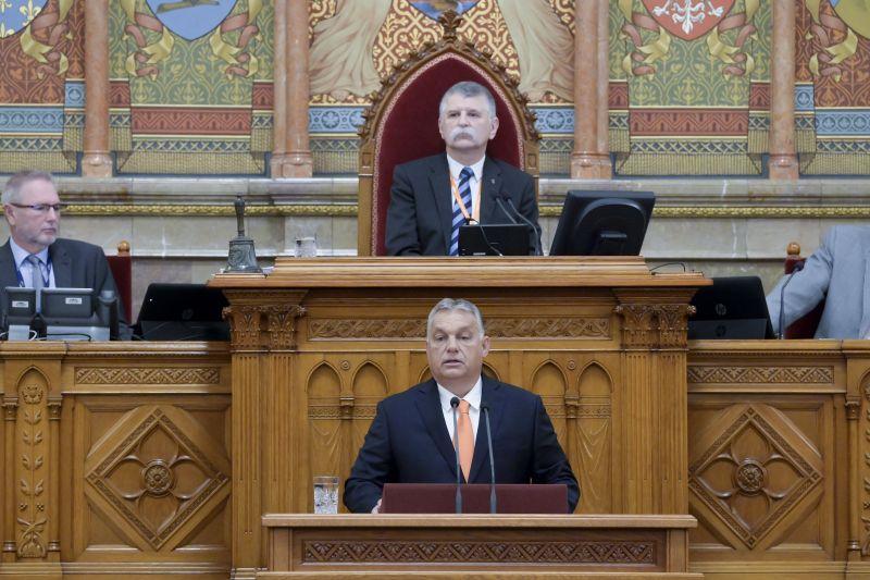 Orbán: Jakab Péter szabadon hazudozhat, ő úgyis csak bohóckodni jár a Parlamentbe